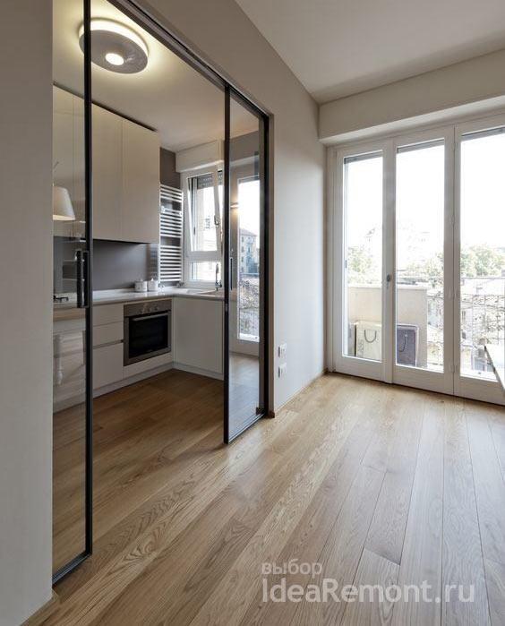 Раздвижная стеклянная перегородка отделяет кухню