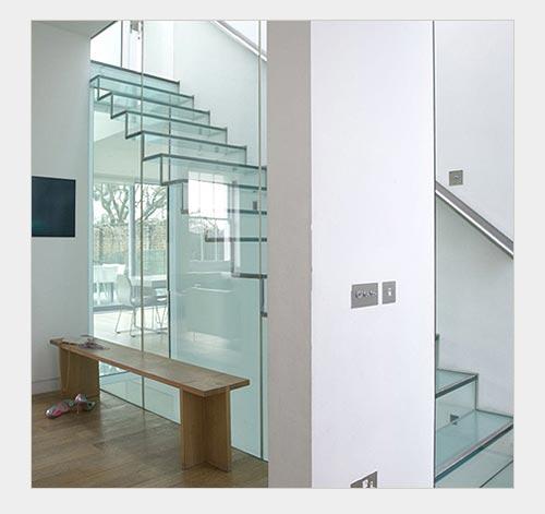 Стекло в конструкции лестниц