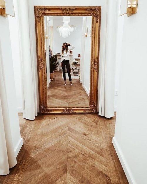 зеркало в узком коридоре
