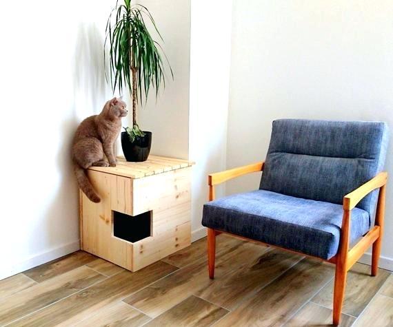 Угловой кошкин домик - одновременно и подставка для цветов