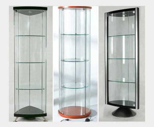 На фото: угловые стеклянные витрины