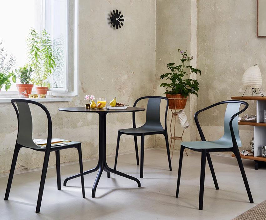 Практичные пластиковые стулья