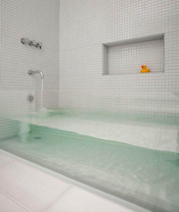 прозрачная ванна - отличный способ удивить гостей