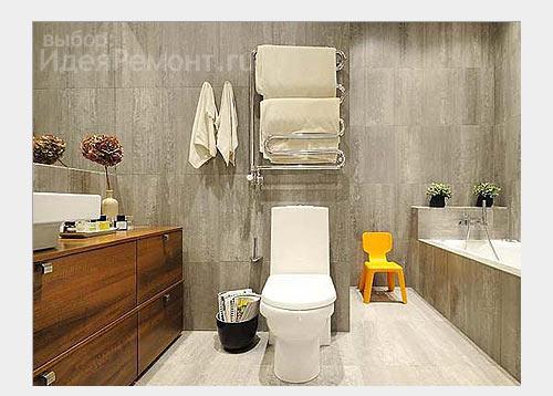 На фото: отделка напольной плиткой и керамогранитом в ванной комнате