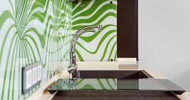 """Стены из стекла - варианты """"стеклянных обоев"""" в интерьерах квартир"""