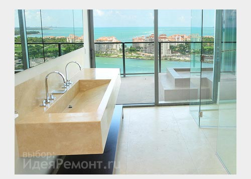 На фото: раковина из натурального камня (мрамор) в ванной комнате