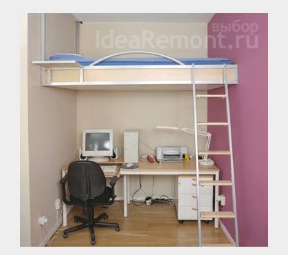 На фото: кровать на втором ярусе в маленькой квартире