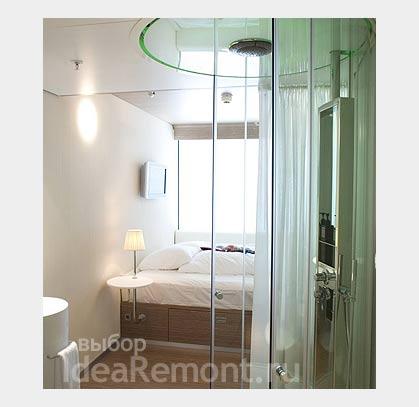На фото: душевая кабина в дизайне маленькой квартиры