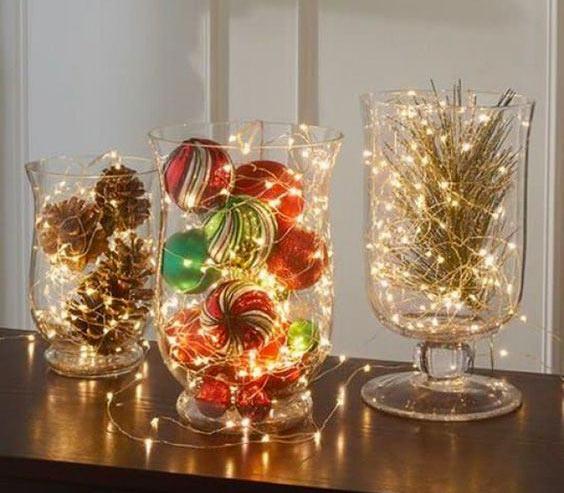 Красивые вазы, украшенные гирляндами
