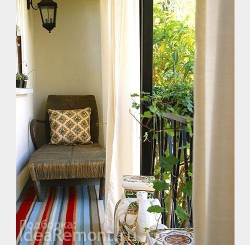 На фото: вариант оформления балкона с использованием ниши