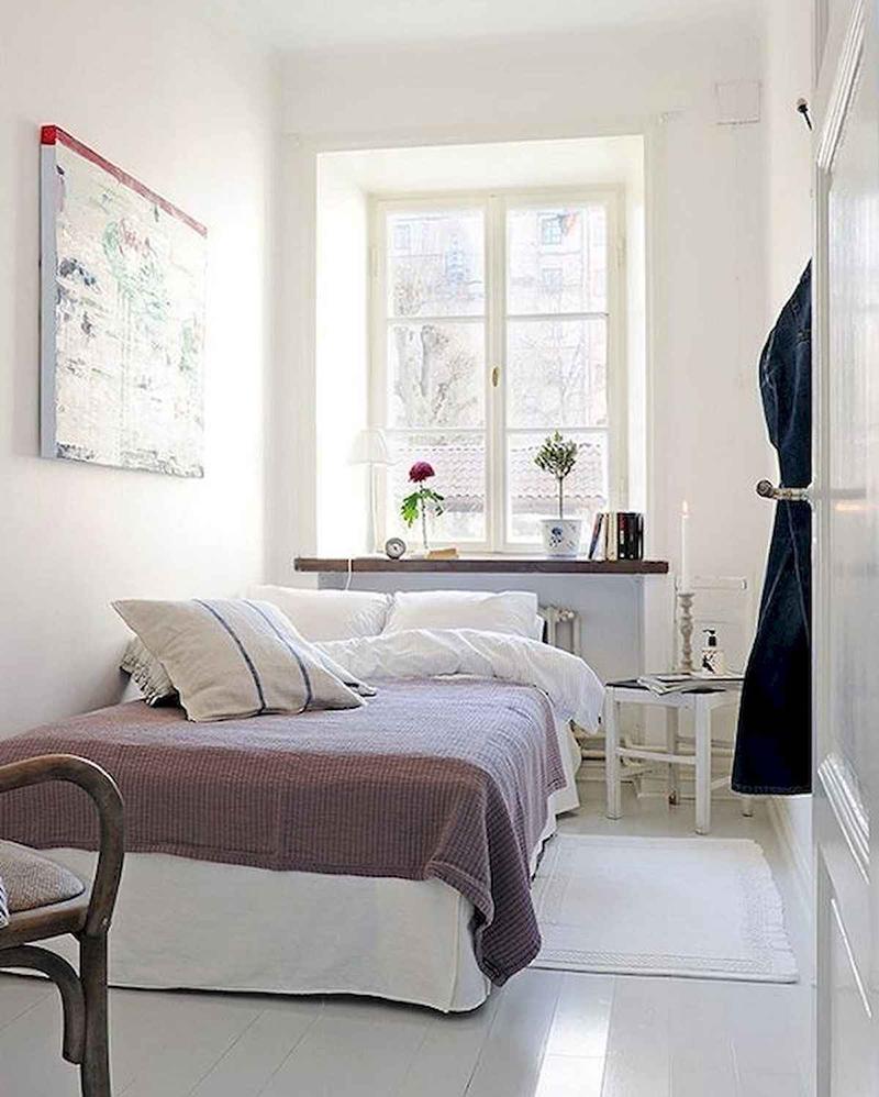 Светлые стены и пол визуально увеличивают комнату