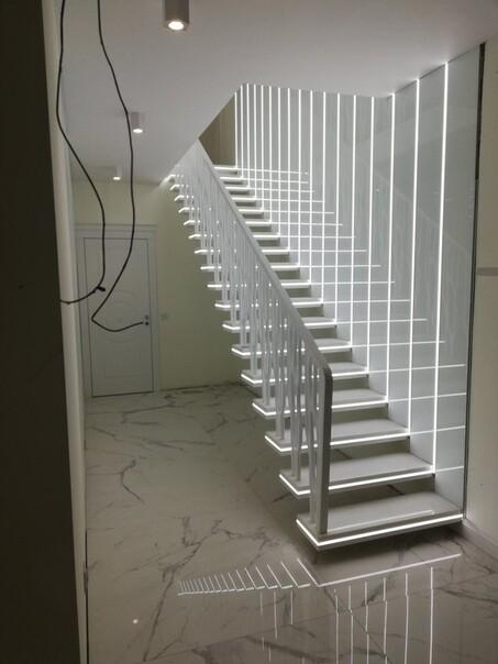 Скрытые светильники в лестнице