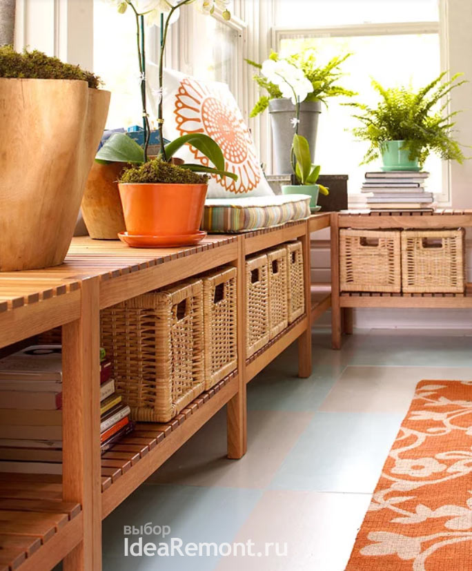 подоконники и придвинутая вплотную мебель в интерьере