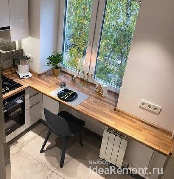 деревянный подоконник в малогабаритной кухне