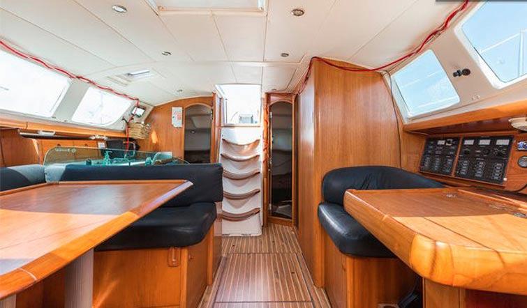 Малогабаритная квартира и секреты интерьеров яхт