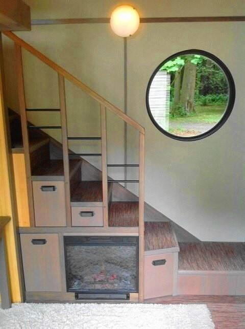Лестница в дачном домике