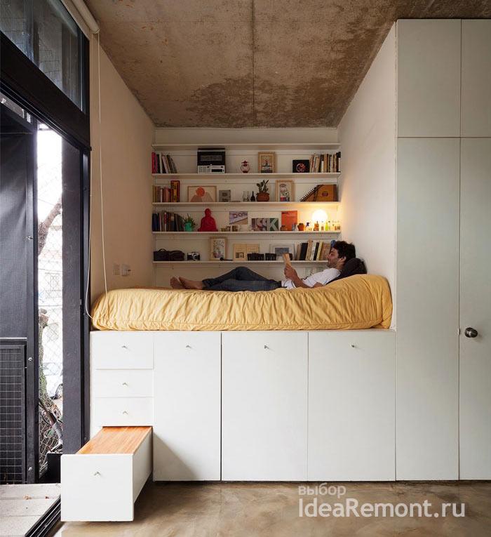 Спальное место во встроенной мебели