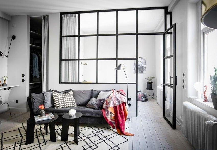 Стеклянная перегородка в виде внутреннего окна между комнатами