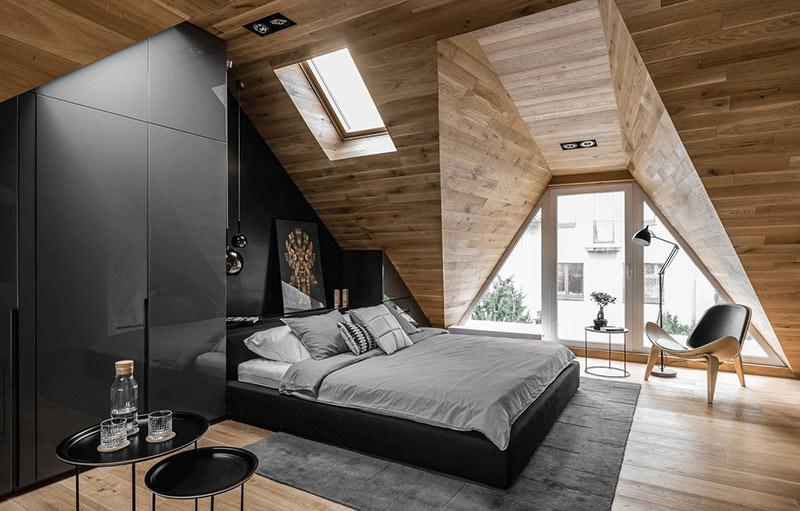 спальня на чердаке частного дома