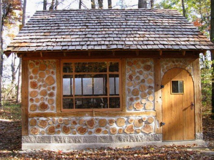 Дачный дом из дров и глины