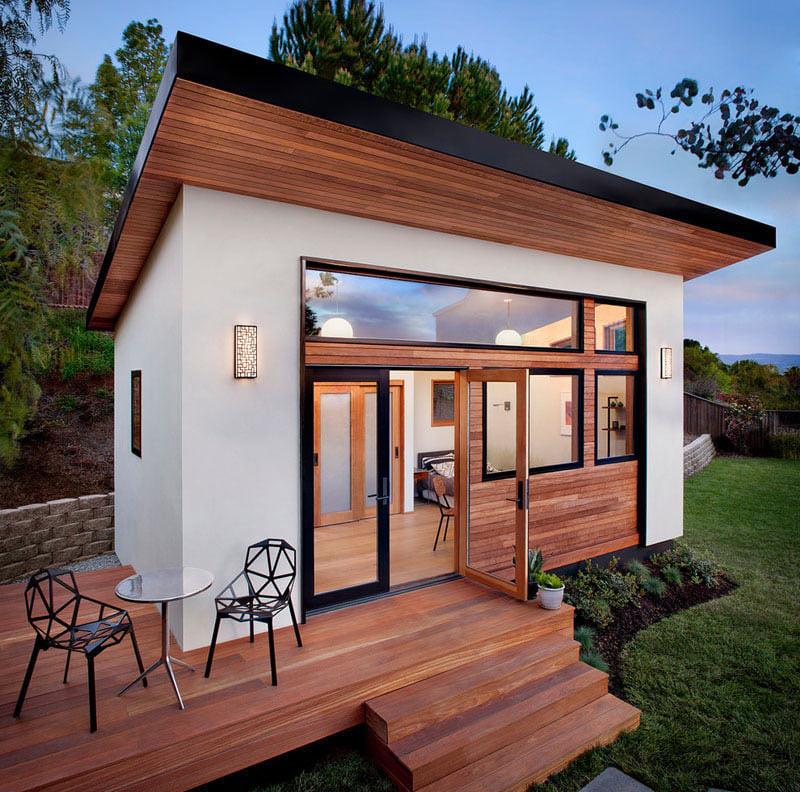 Небольшой, но уютный гостевой домик с террасой
