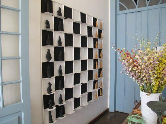 Мини-стеллаж в шахматном стиле